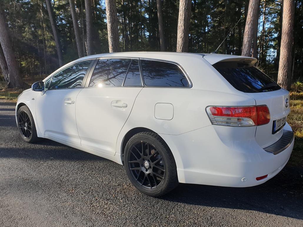 Toyota-Avensis-Premium-2.2